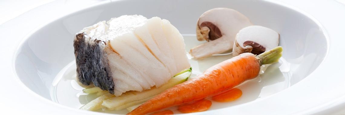 Bacalhau com consommé de legumes